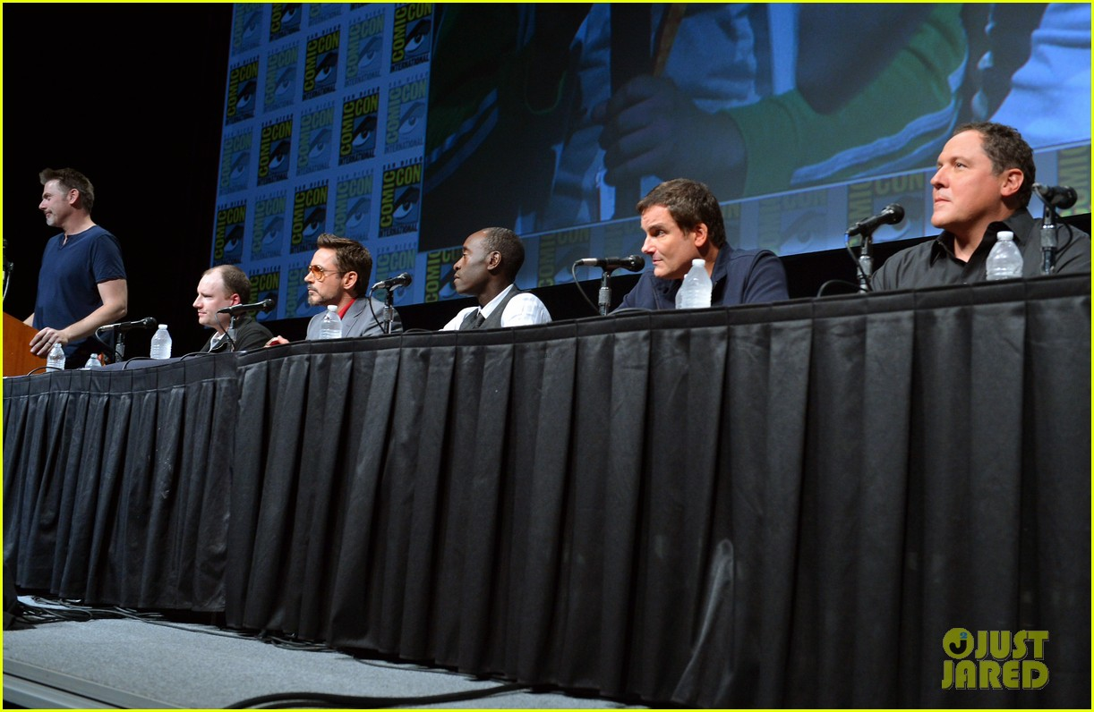 robert downey jr don cheadle marvel panel at comic con 39