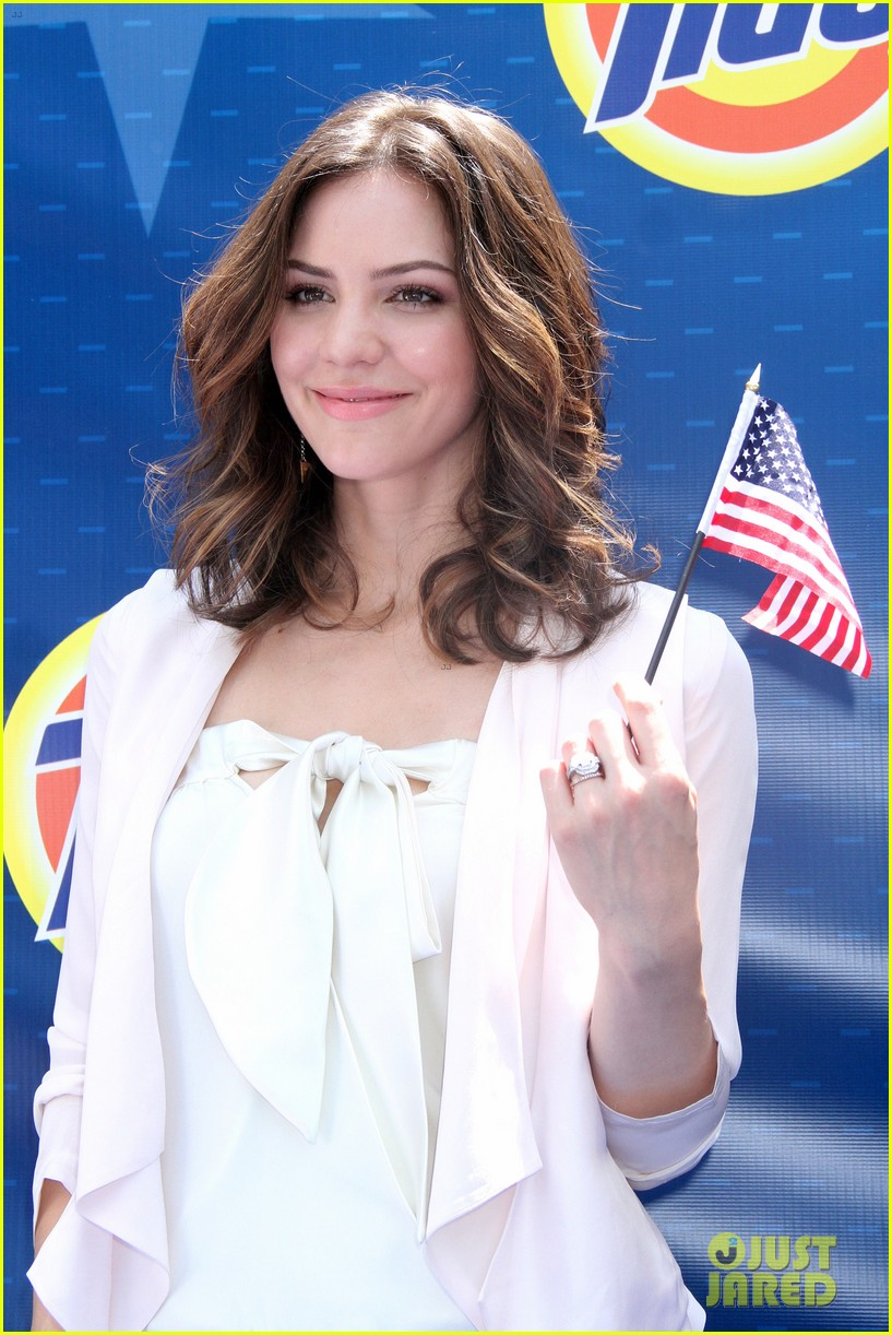 katharine mcphee megan hilty red white smash 152682631
