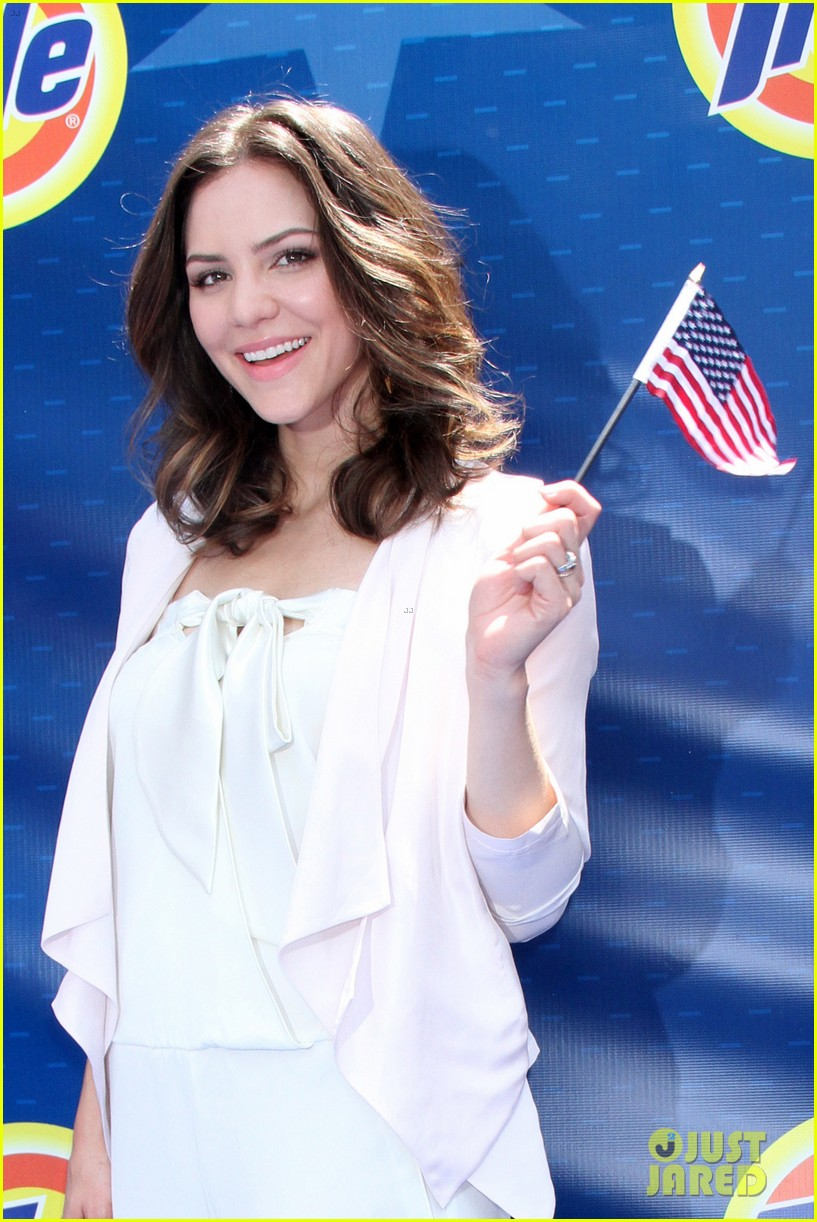 katharine mcphee megan hilty red white smash 292682645
