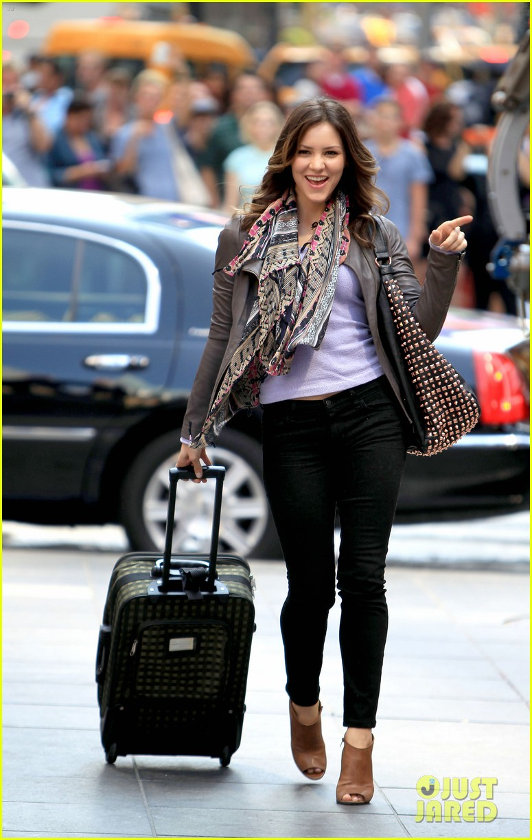 katharine mcphee smash filming on broadway 01