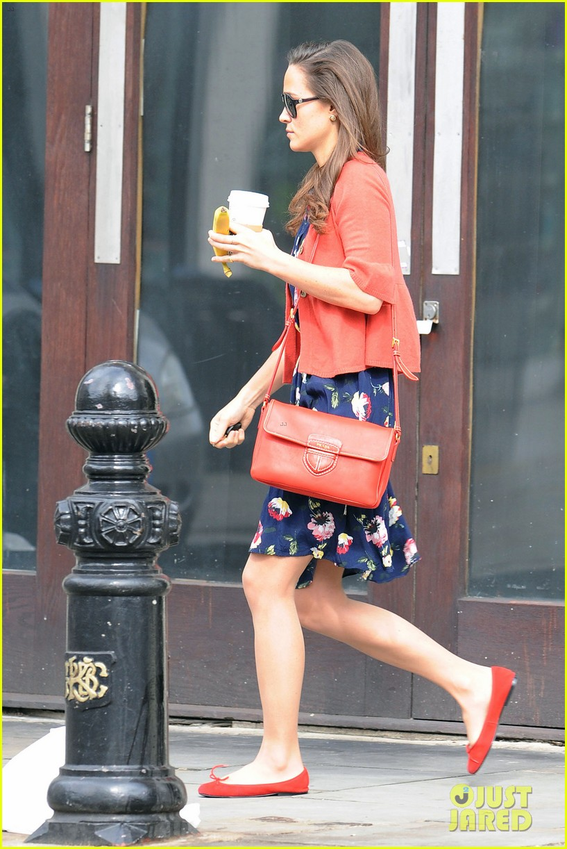 pippa middleton starbucks stop in london 032689231