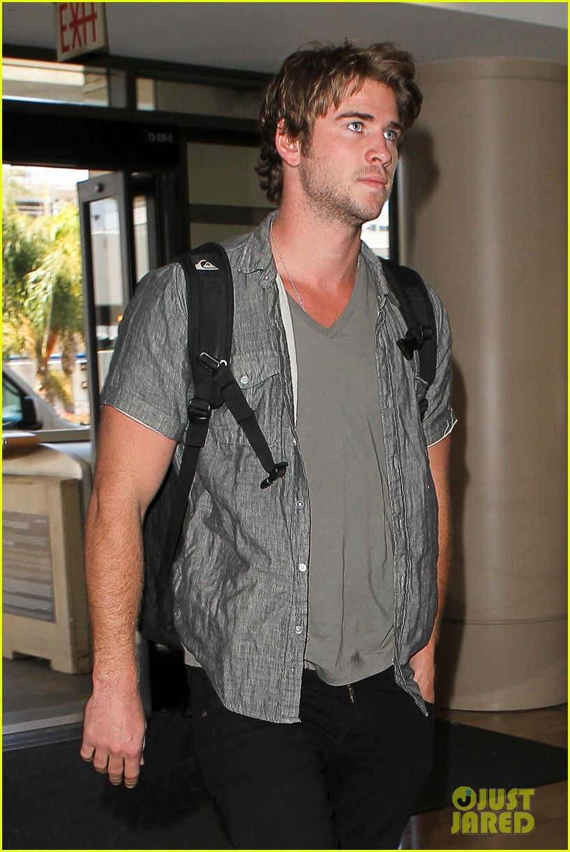 miley liam leaving lax 12