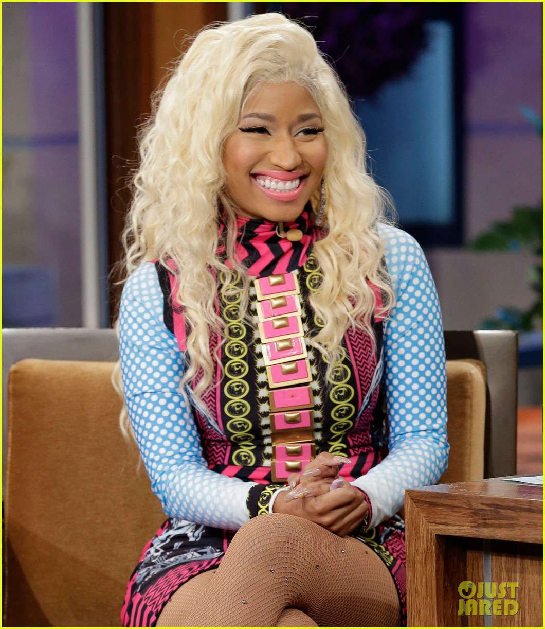 nicki minaj pound the alarm live on jay leno 03