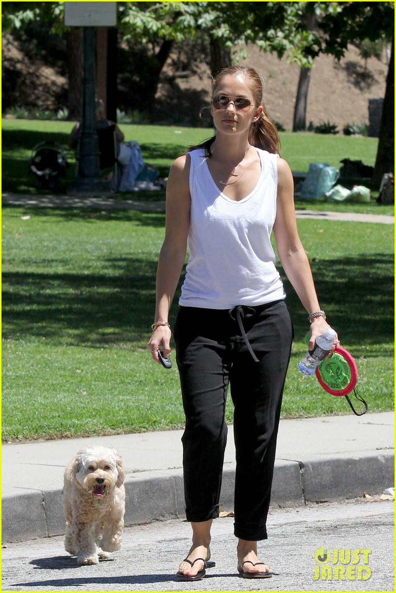 minka kelly chewy playing in the park 012689962