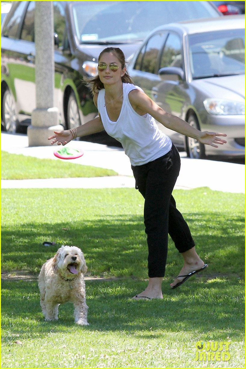 minka kelly chewy playing in the park 082689969