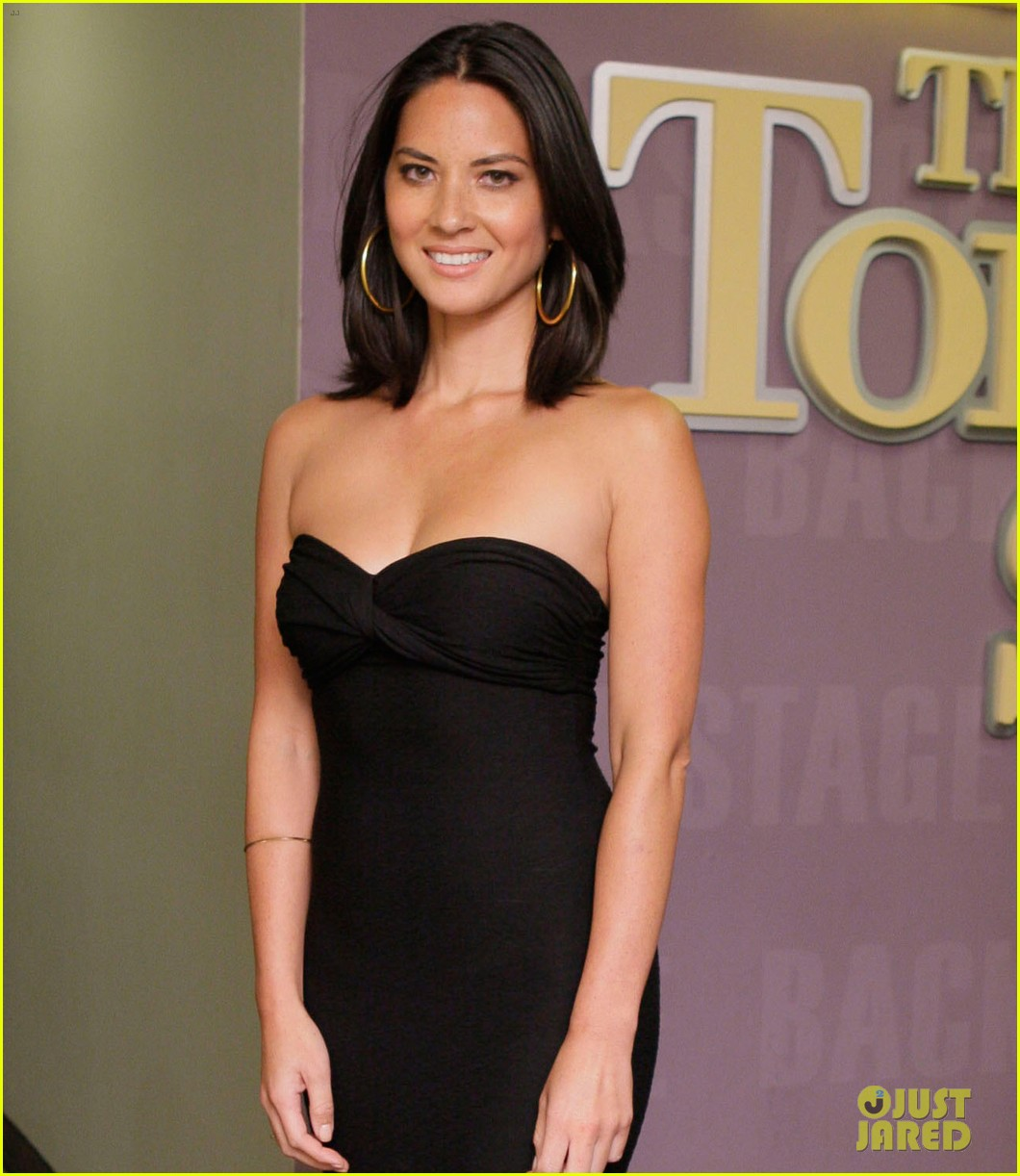 olivia munn tonight show with jay leno visit 04