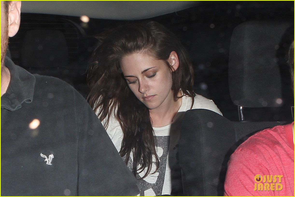 robert pattinson kristen stewart hotel cafe couple 032689758