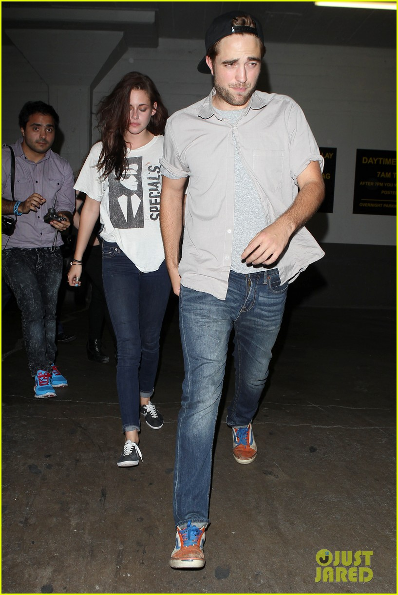 robert pattinson kristen stewart hotel cafe couple 132689768