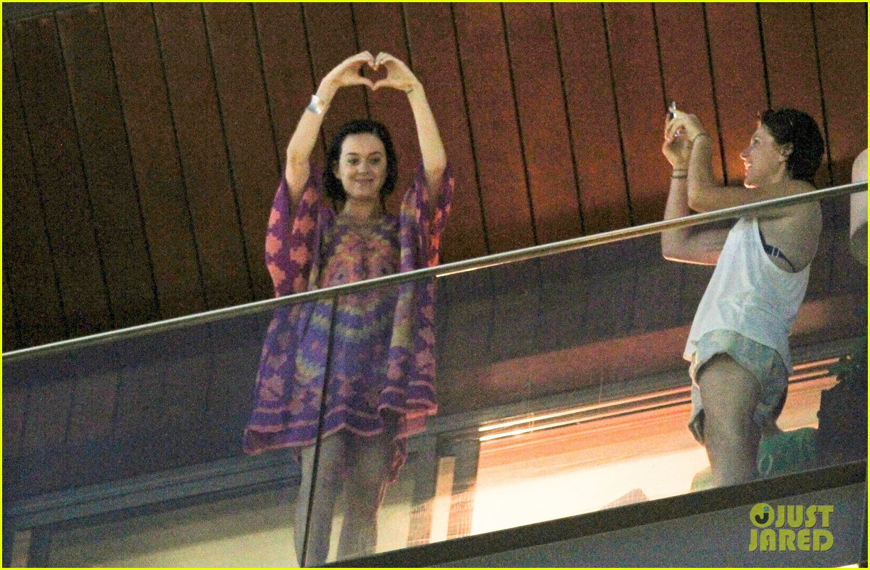 katy perry loves brazil 03
