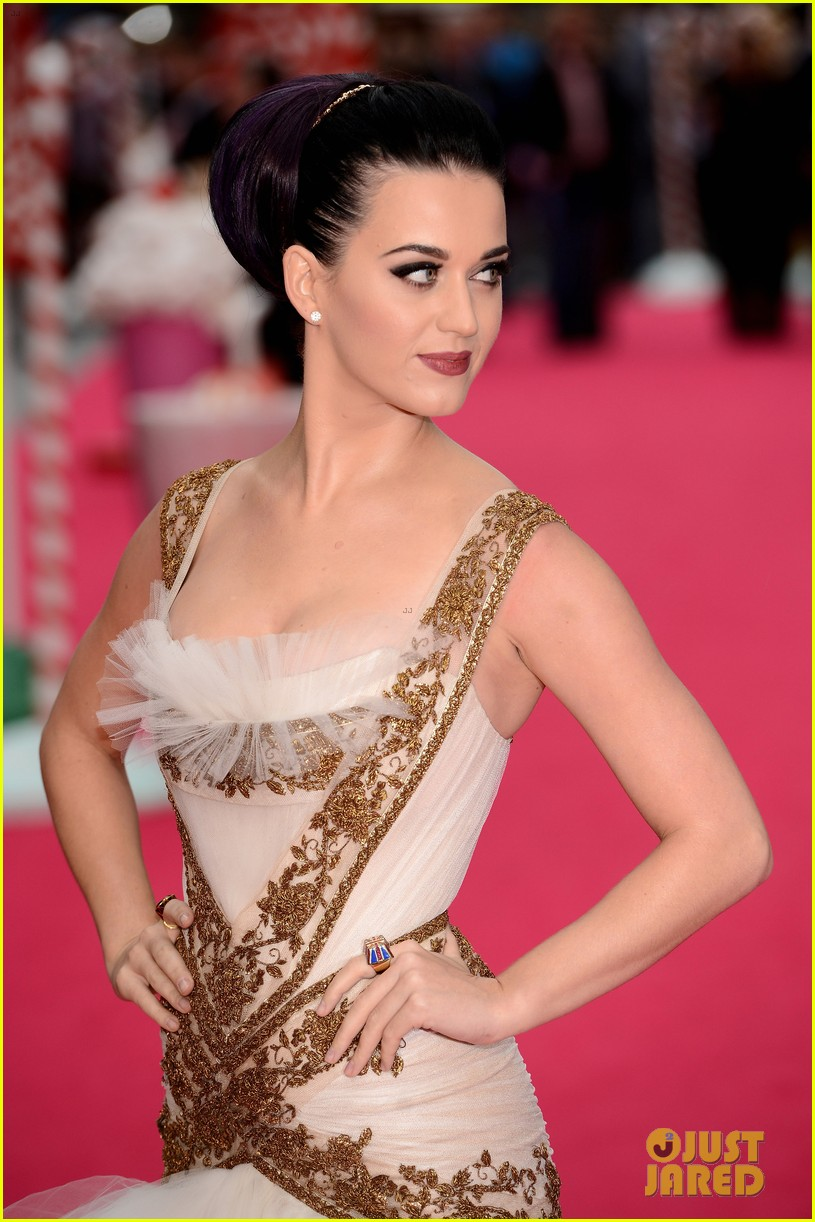 katy perry red white blue eyelashes at uk premiere 03