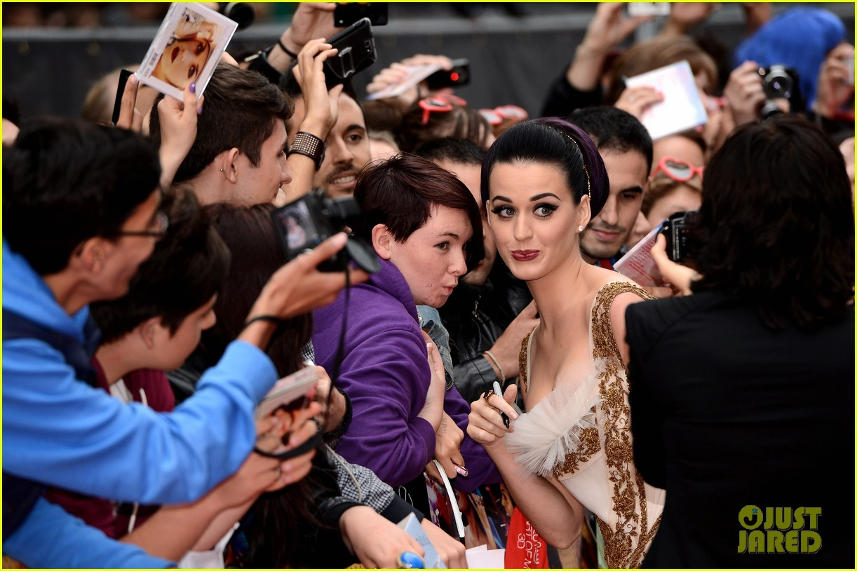 katy perry red white blue eyelashes at uk premiere 25