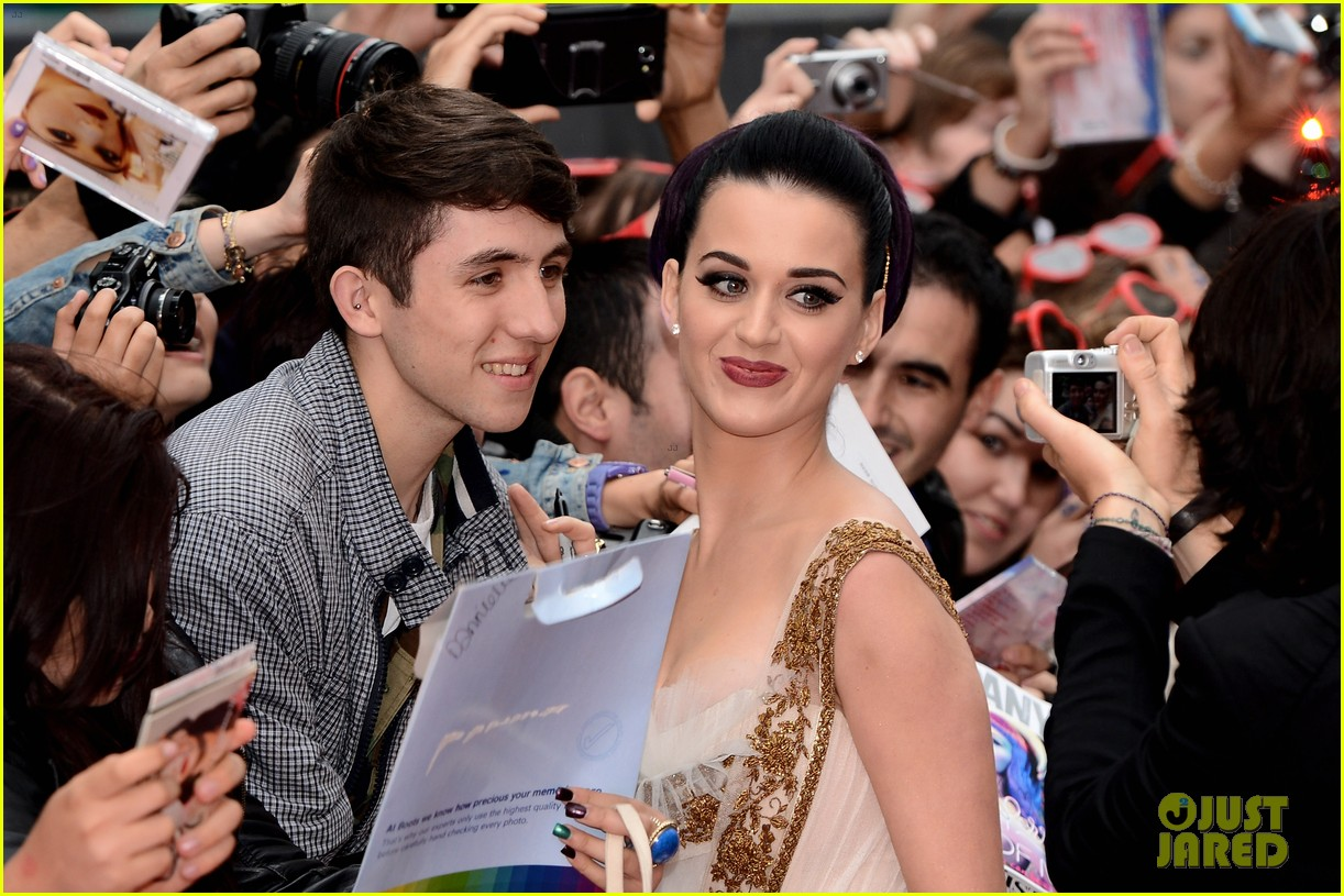 katy perry red white blue eyelashes at uk premiere 292682571