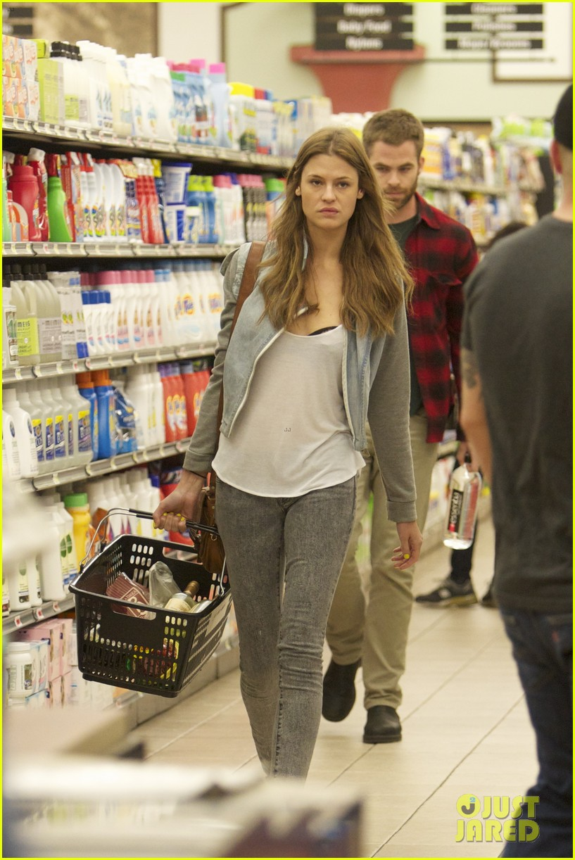 chris pine gelsons supermarket with dominique piek 02