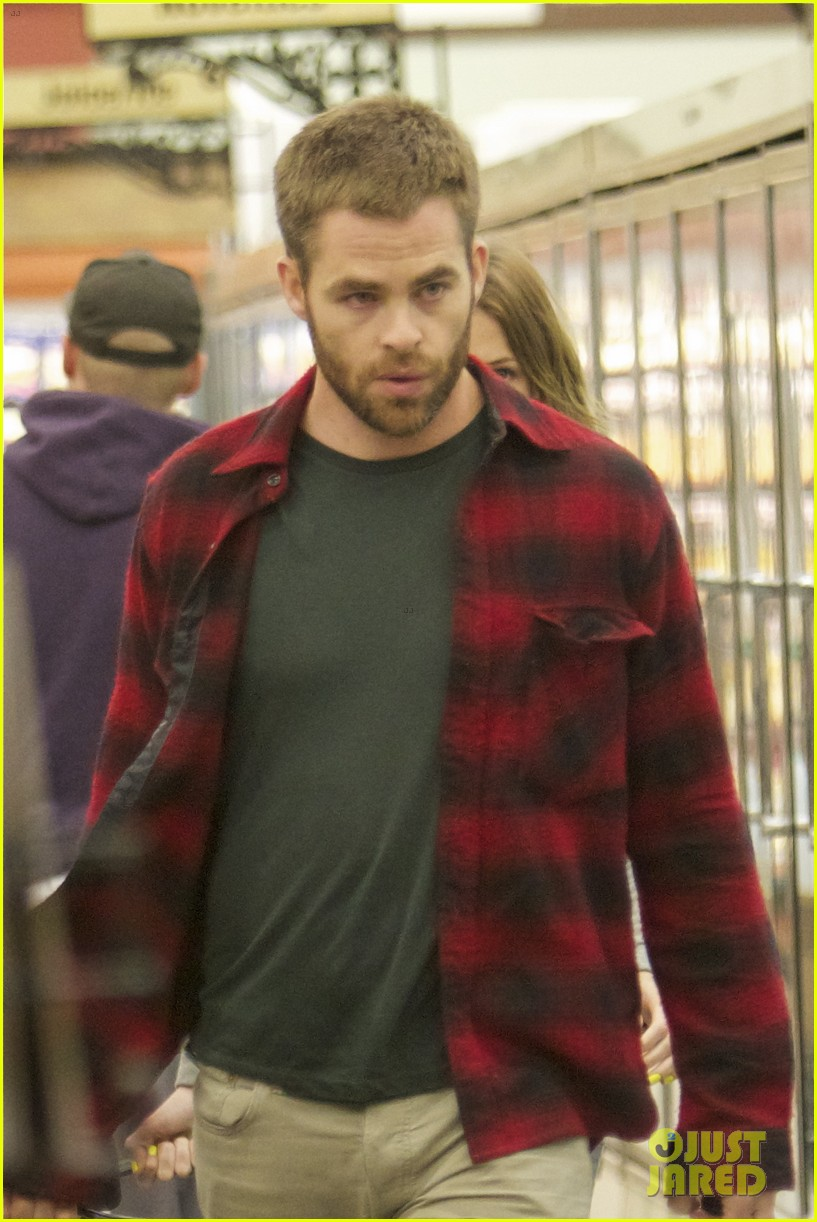 chris pine gelsons supermarket with dominique piek 032694681