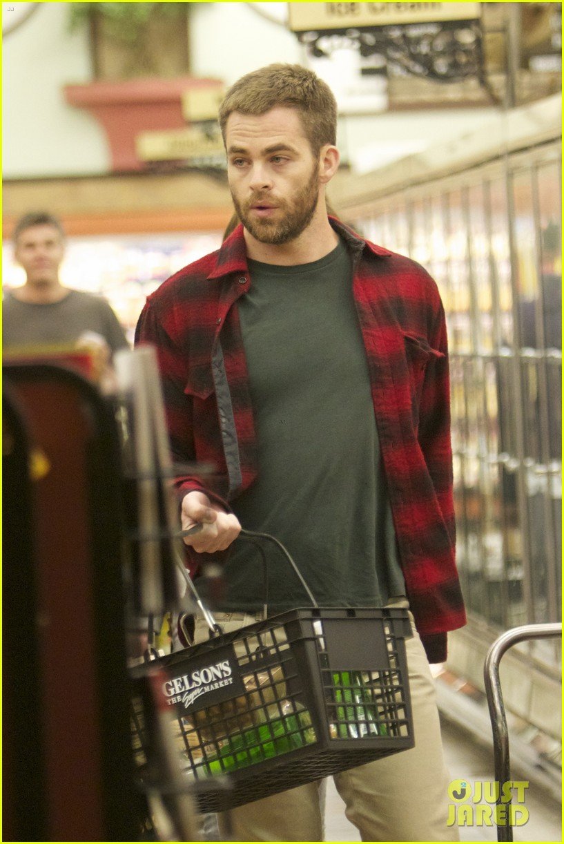 chris pine gelsons supermarket with dominique piek 052694683