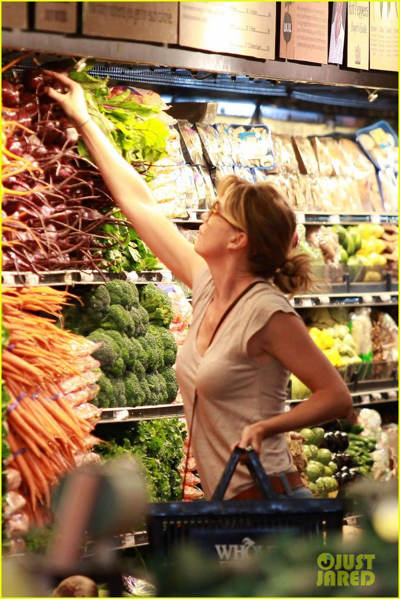 ellen pompeo whole foods grocery stop 042683846