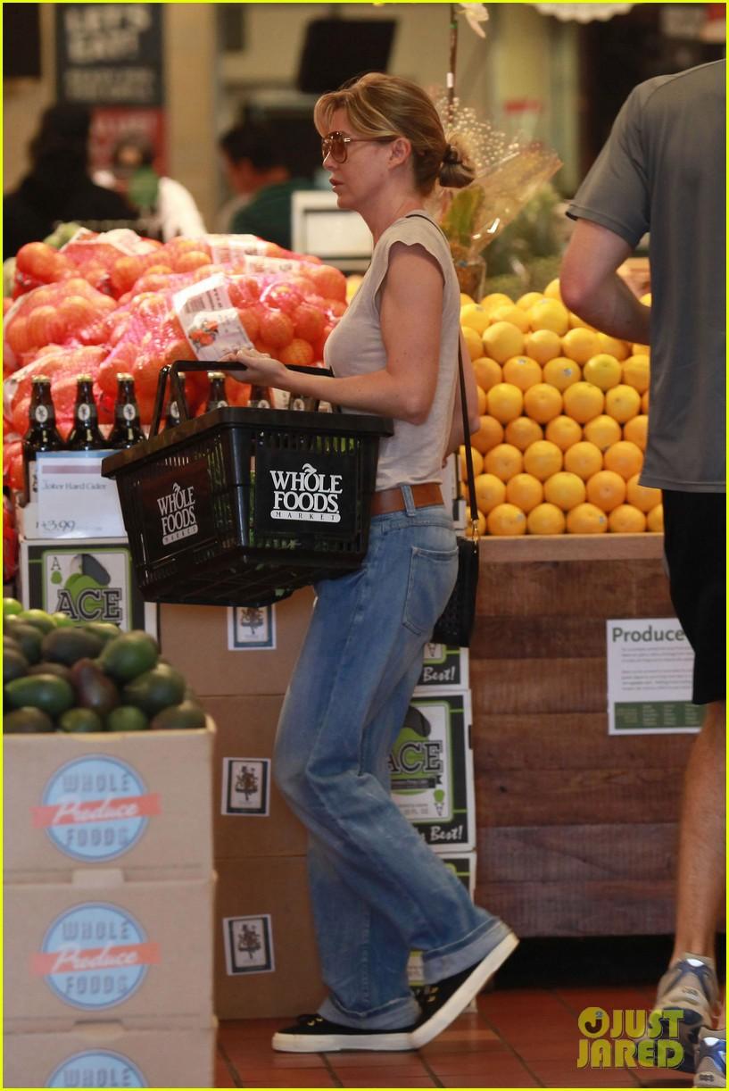 ellen pompeo whole foods grocery stop 062683848