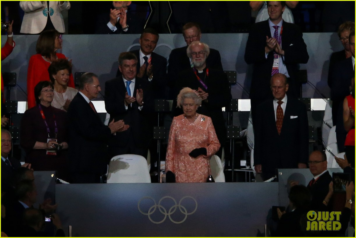 daniel craig queen elizabeth olympics 012693075