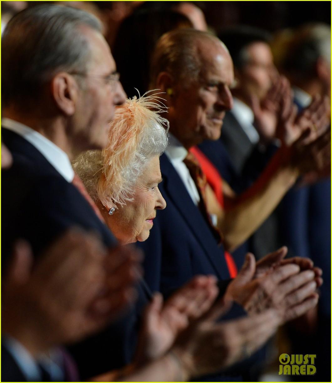 daniel craig queen elizabeth olympics 042693078