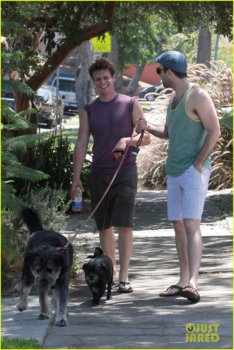 zachary quinto walking dogs 072693908