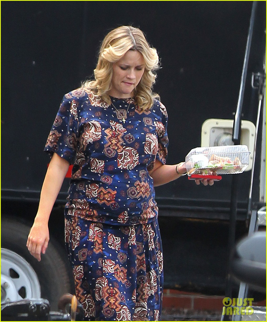 reese witherspoon pregnant on set 022682188