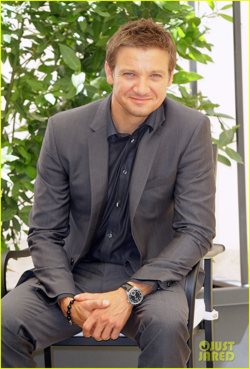 jeremy renner bourne legacy rome photo call 02