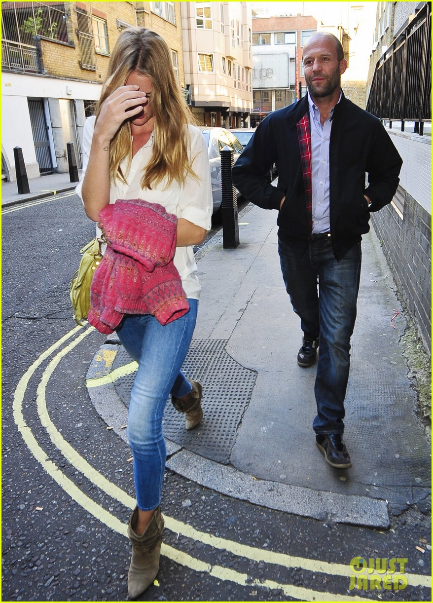 rosie huntington whiteley jason statham west end stroll 05