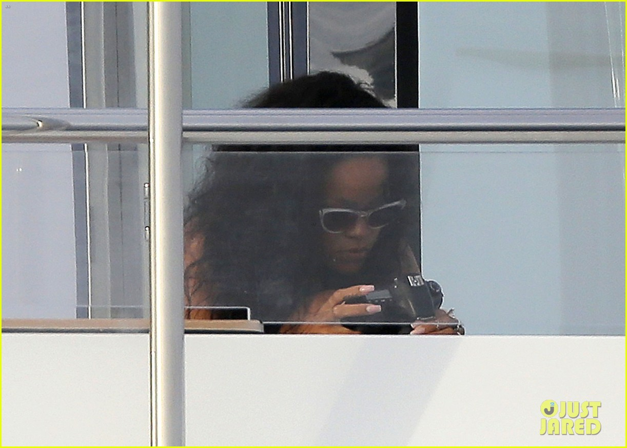 rihannas party on yacht shut down by police 082692932