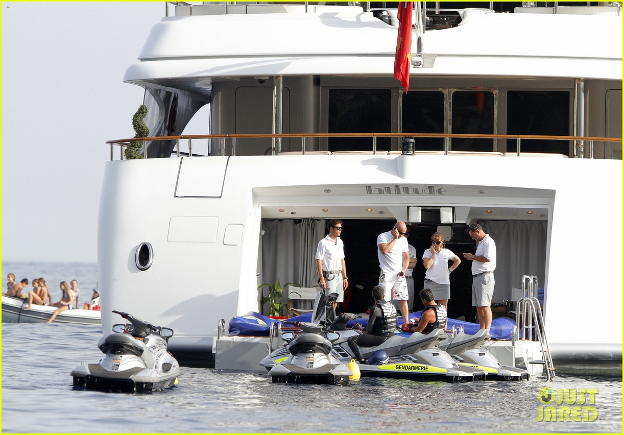rihannas party on yacht shut down by police 172692941