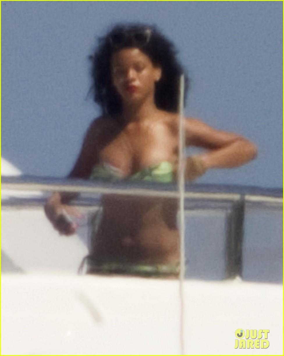 rihanna sardinia bikini beach babe 042688596