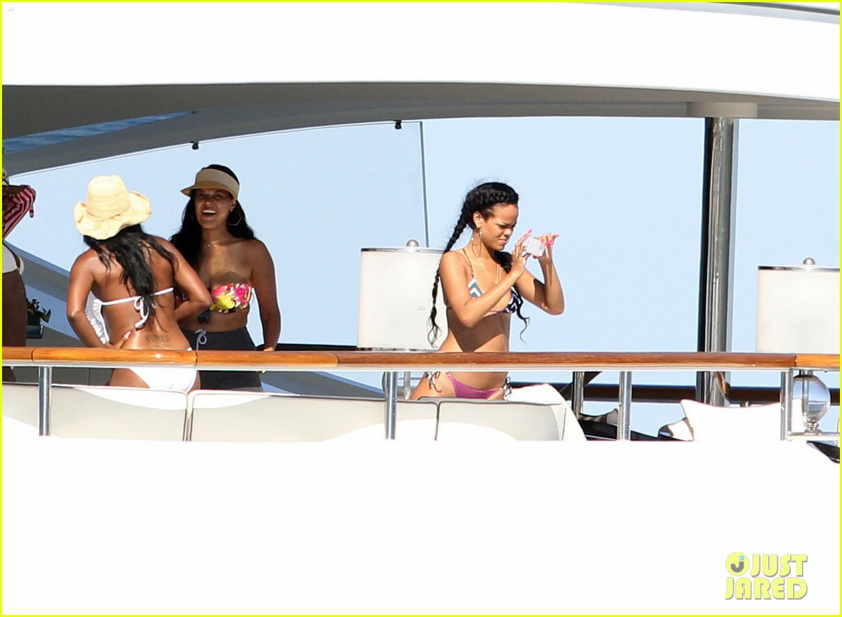 rihanna magic johnson yacht 042690218