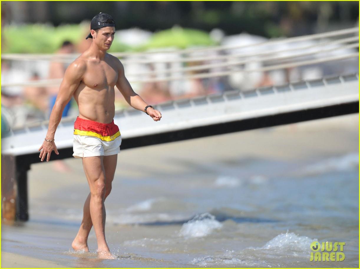 cristiano ronaldo irina shayk bangin beach bods 07