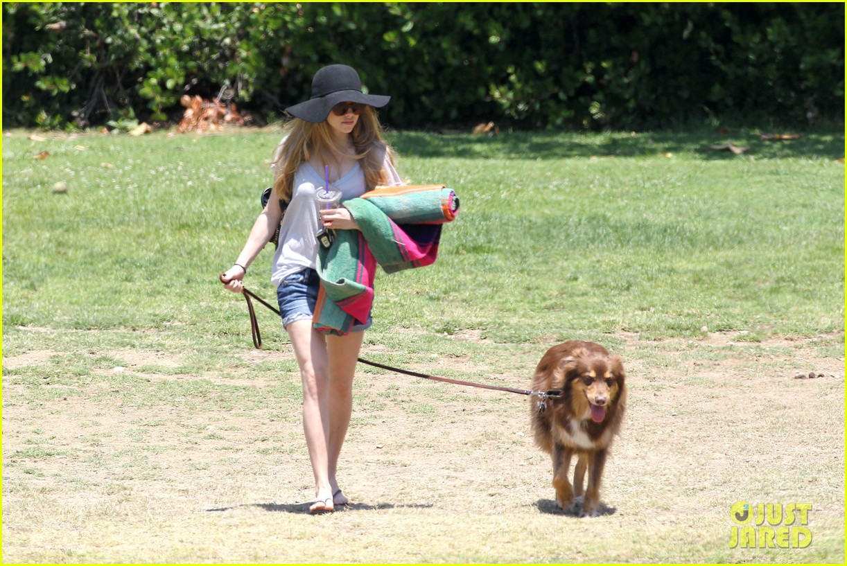 amanda seyfried park with flynn 092682819
