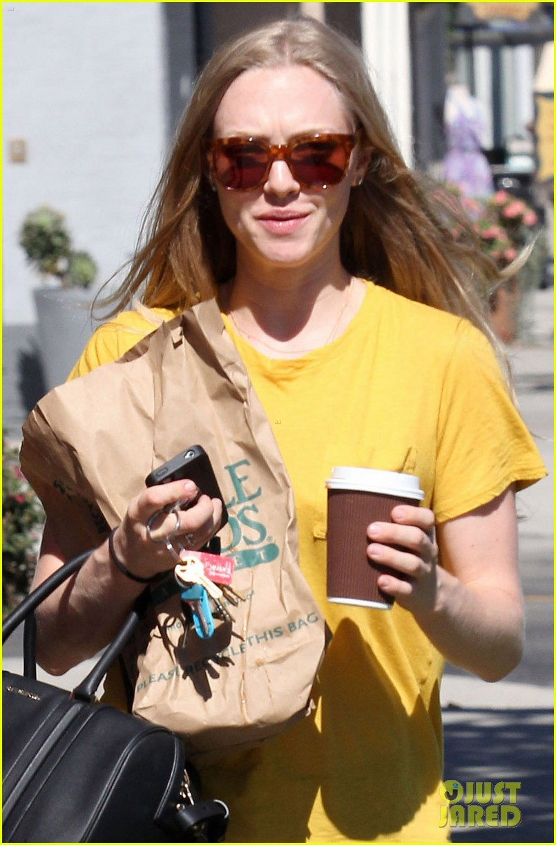 amanda seyfried leaving whole foods 042690020