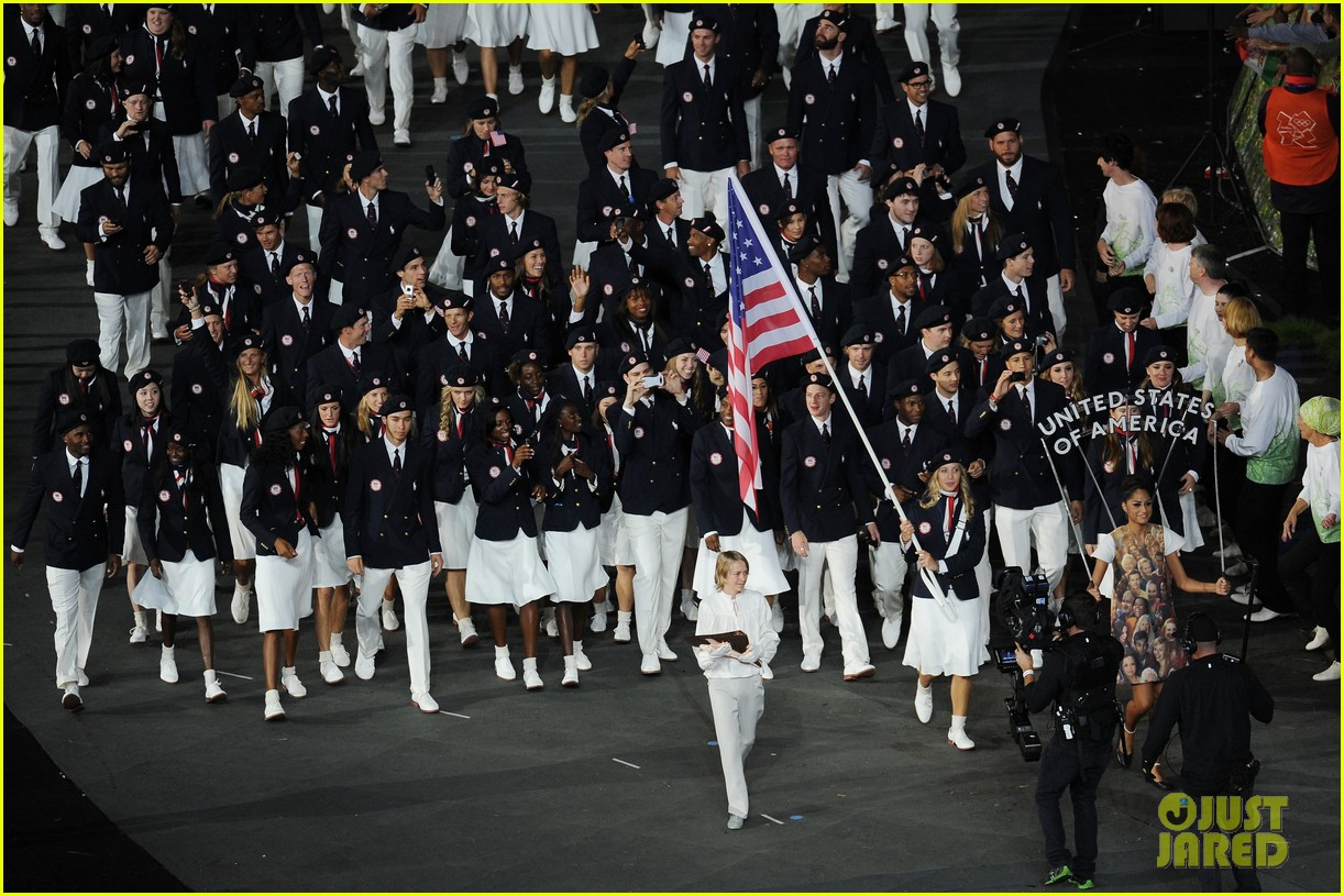 maria sharapova novak djokovic olympic flag bearers 052693069