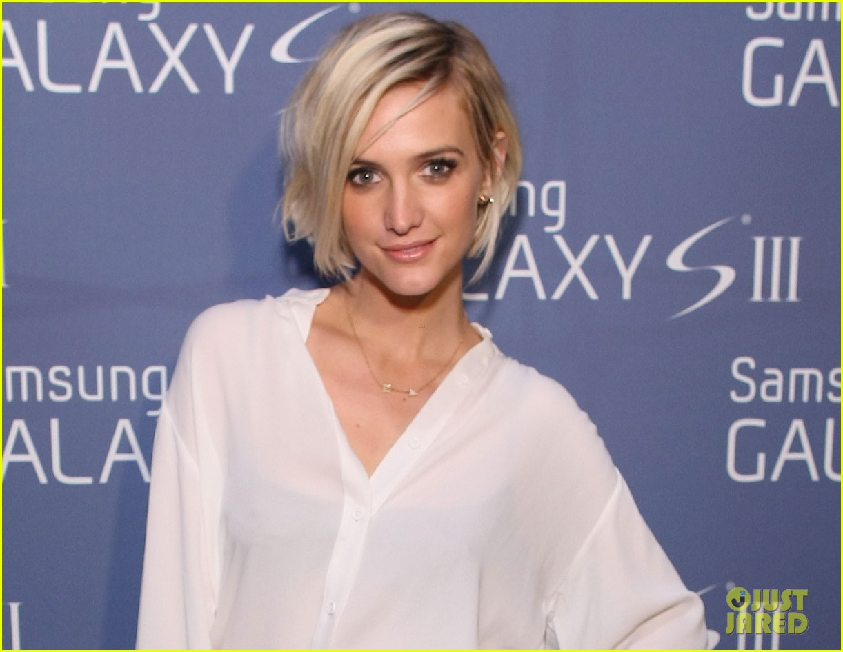 ashlee simpson galaxy launch 04