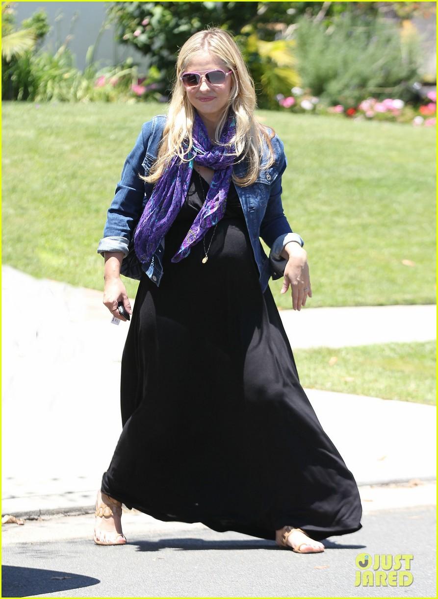 sarah michelle gellar pregnant stroll with charlotte 012681585