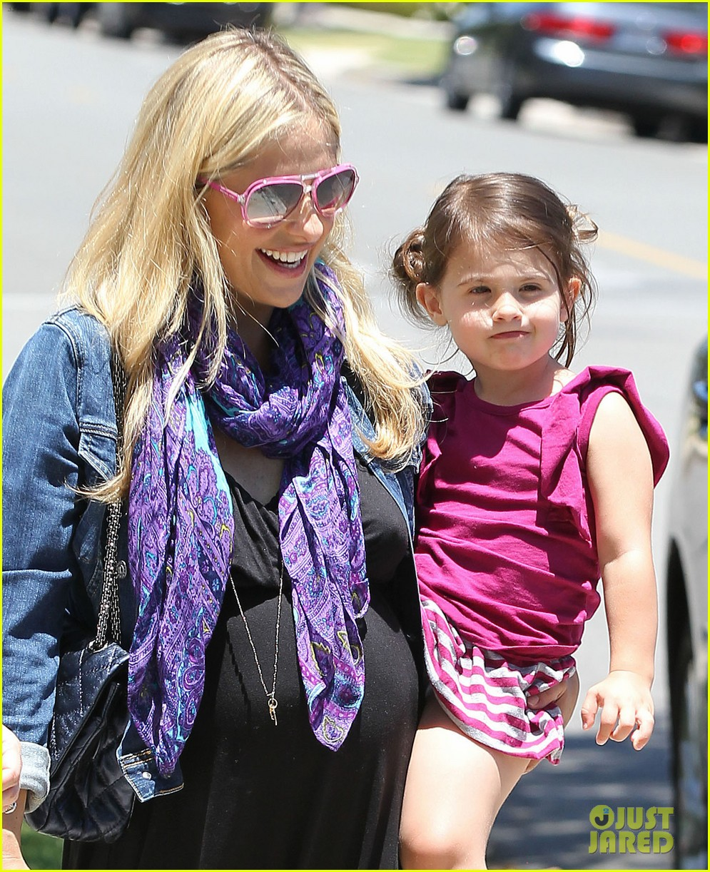 sarah michelle gellar pregnant stroll with charlotte 022681586