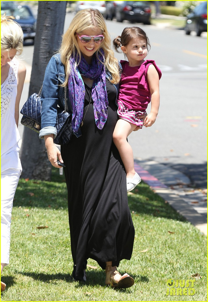 sarah michelle gellar pregnant stroll with charlotte 032681587