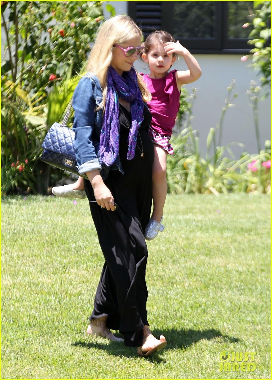 sarah michelle gellar pregnant stroll with charlotte 082681592