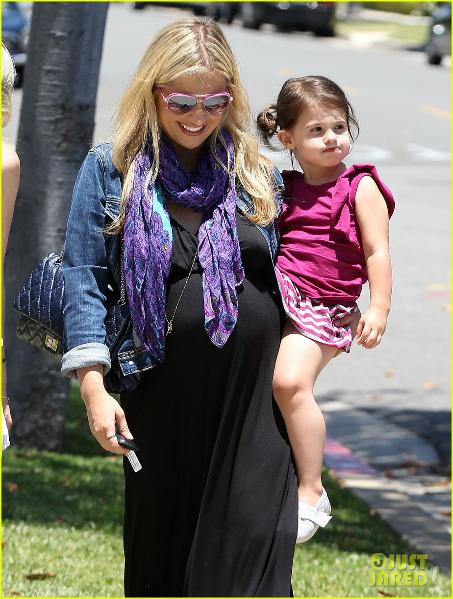 sarah michelle gellar pregnant stroll with charlotte 092681593