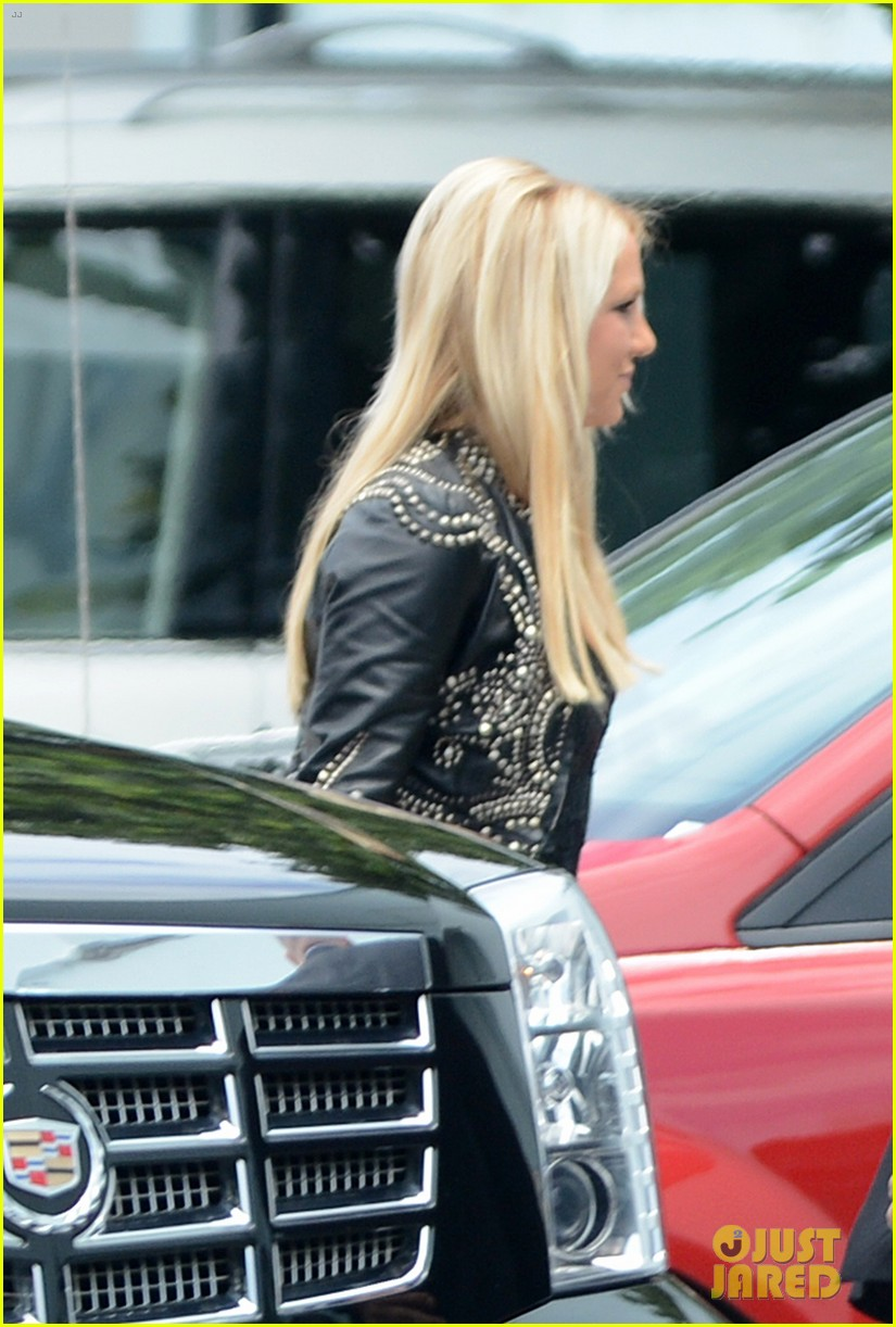 britney spears demi lovato x factor prep in miami 02