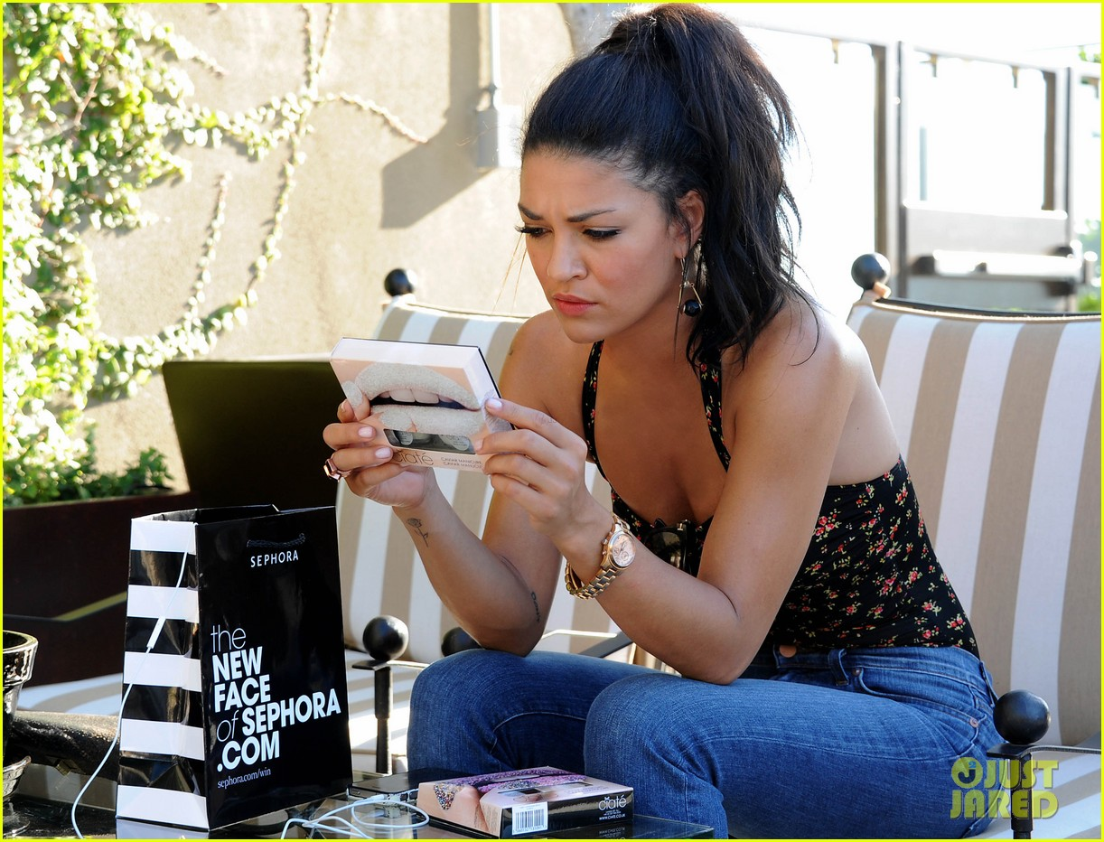 jessica szohr at home manicure 032691721