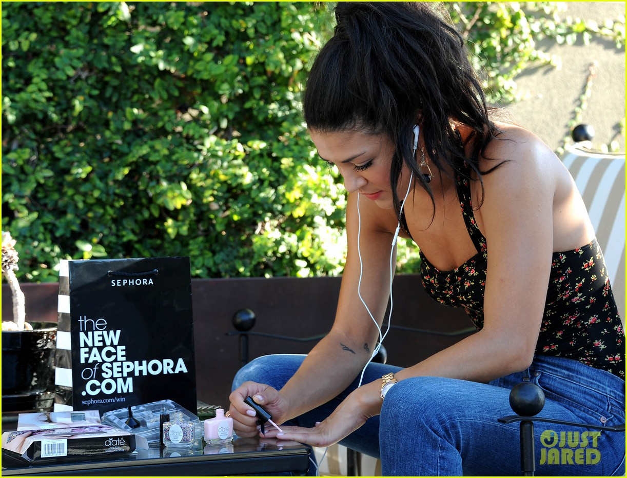 jessica szohr at home manicure 04