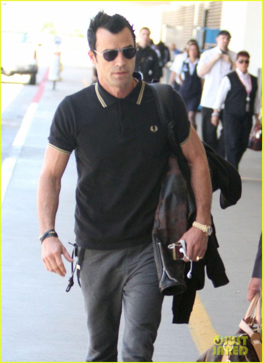 justin theroux buff biceps at lax 072692647
