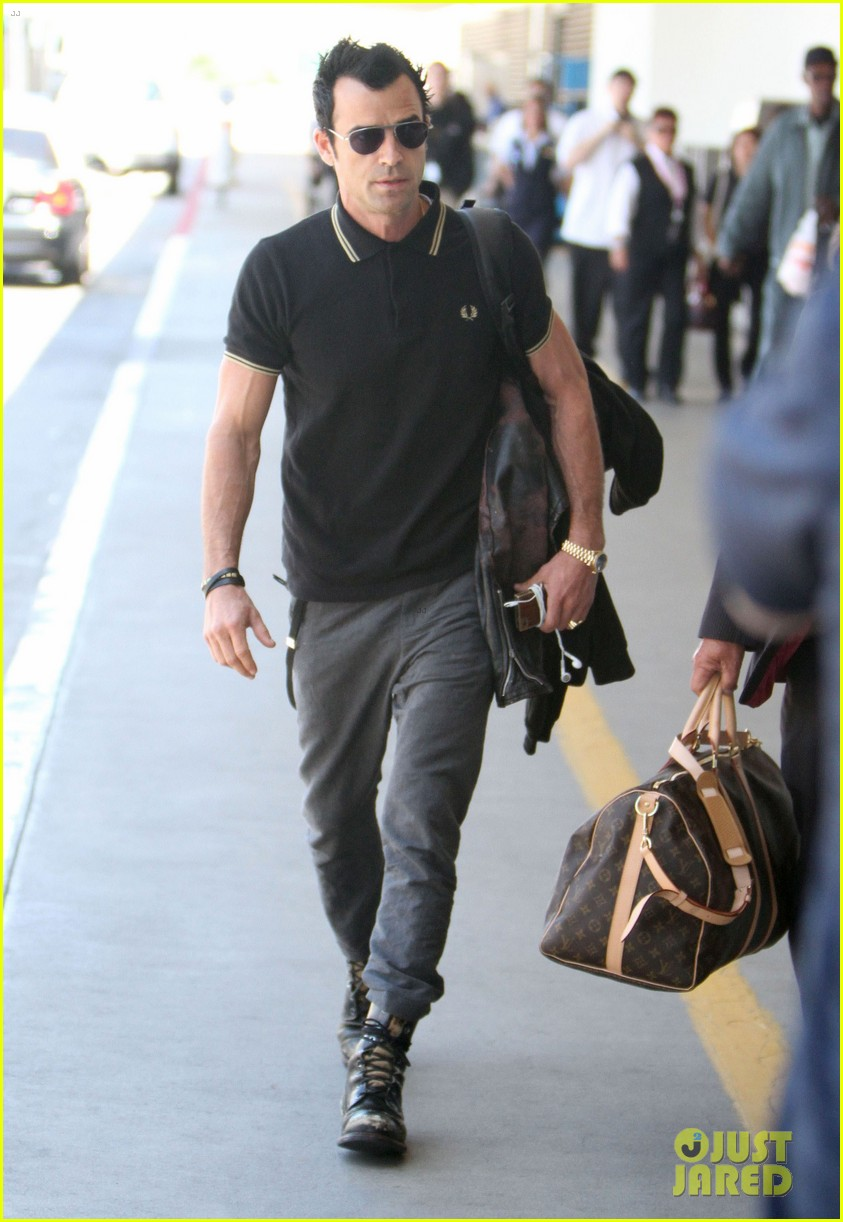 justin theroux buff biceps at lax 082692648