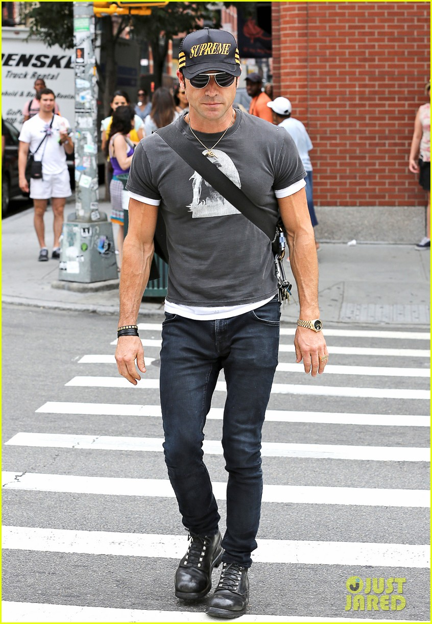 justin theroux hailing a cab 032695038