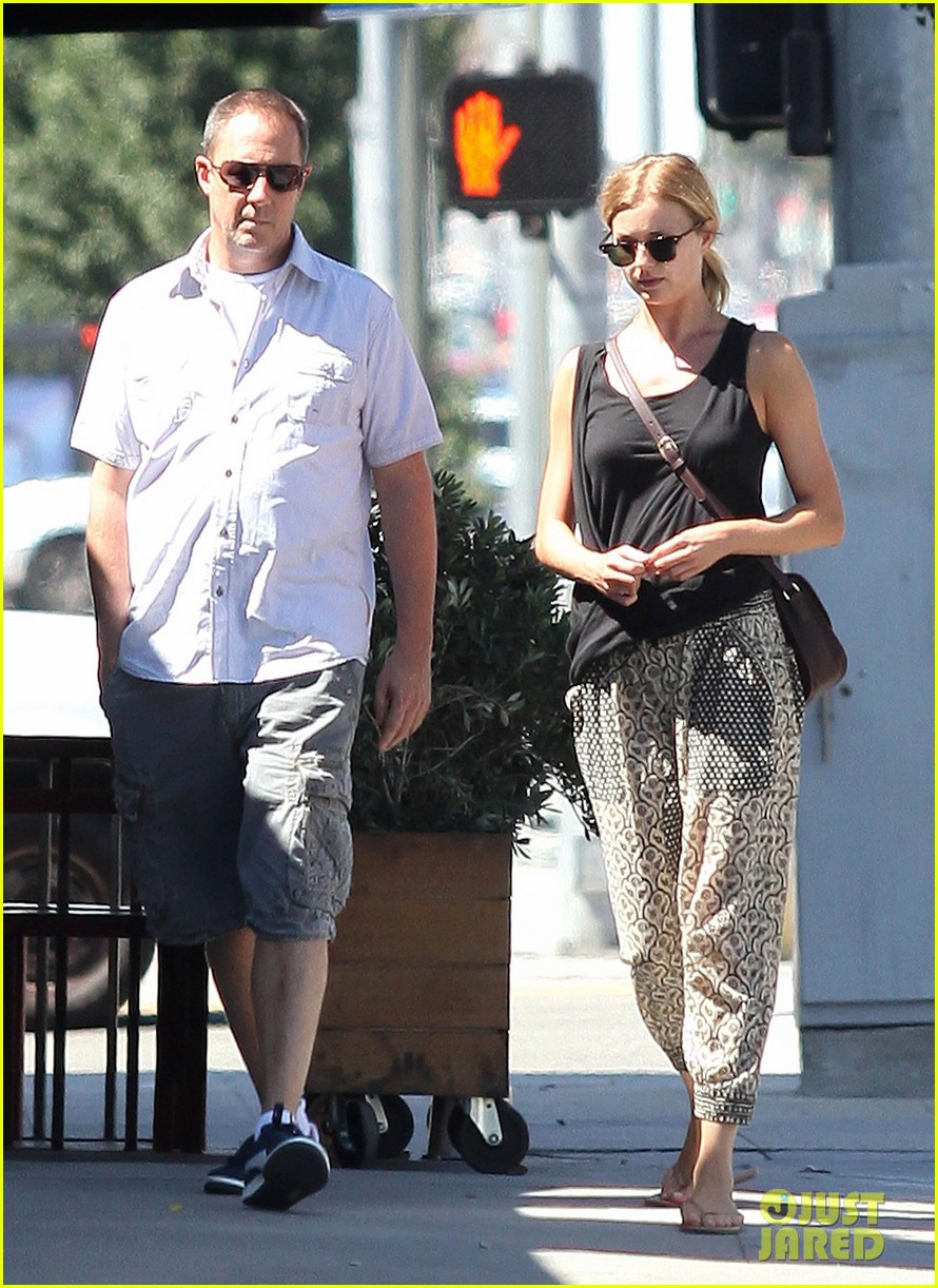 emily vancamp lunch with guy friend 022690095