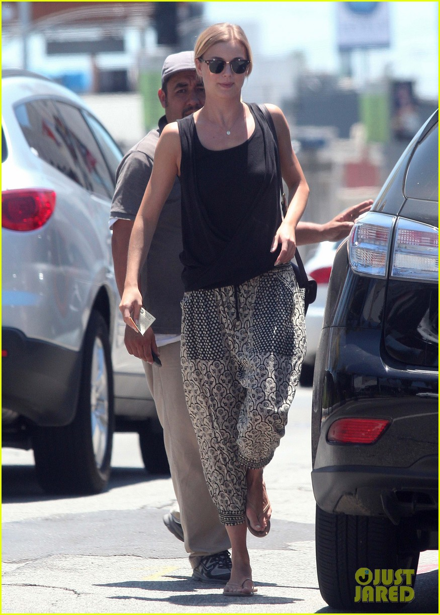 emily vancamp lunch with guy friend 032690096