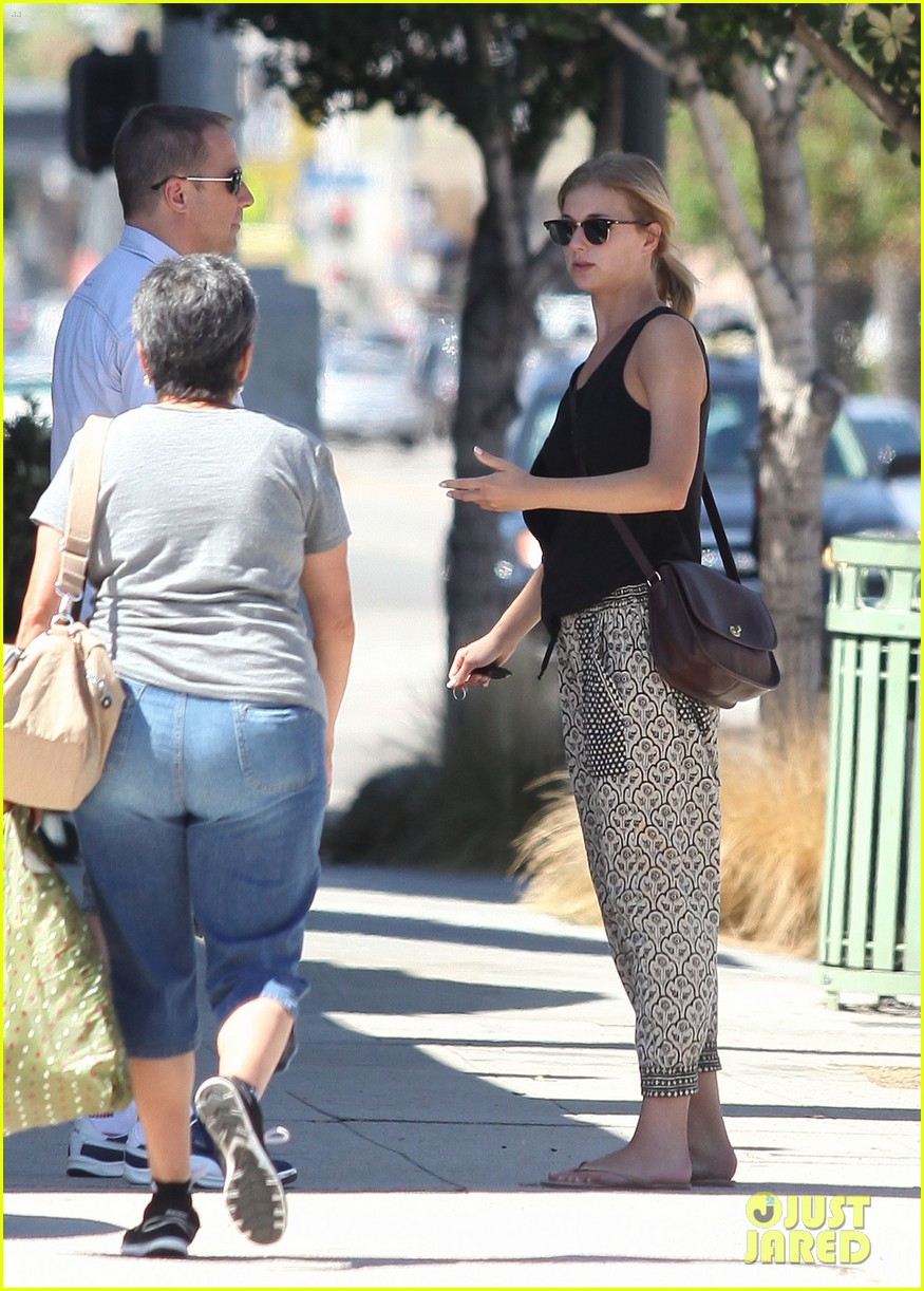 emily vancamp lunch with guy friend 082690101